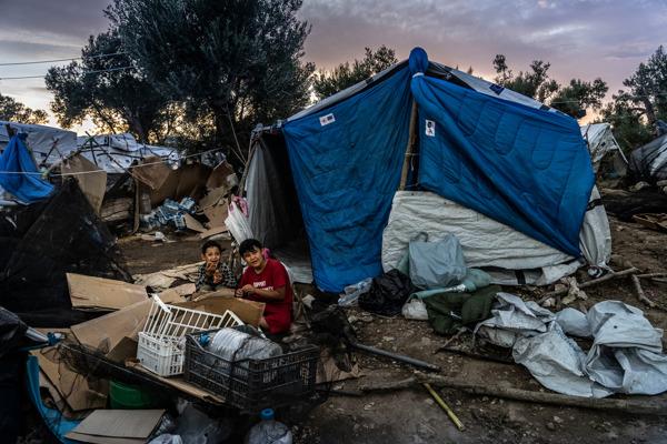 Preview: La Grèce refuse de soigner les enfants réfugiés gravement malades à Lesbos