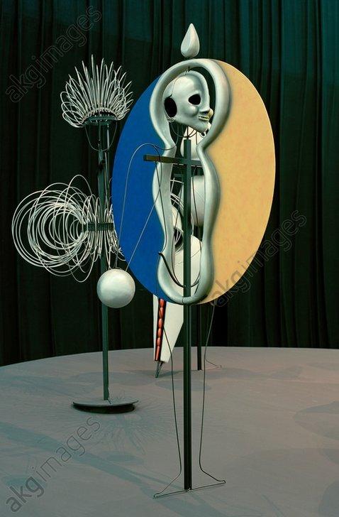 """Oscar Schlemmer, """"Scheibentänzer"""" (disk dancer), 1920/22 (figurine from the Triadic Ballet)<br/>AKG145489"""