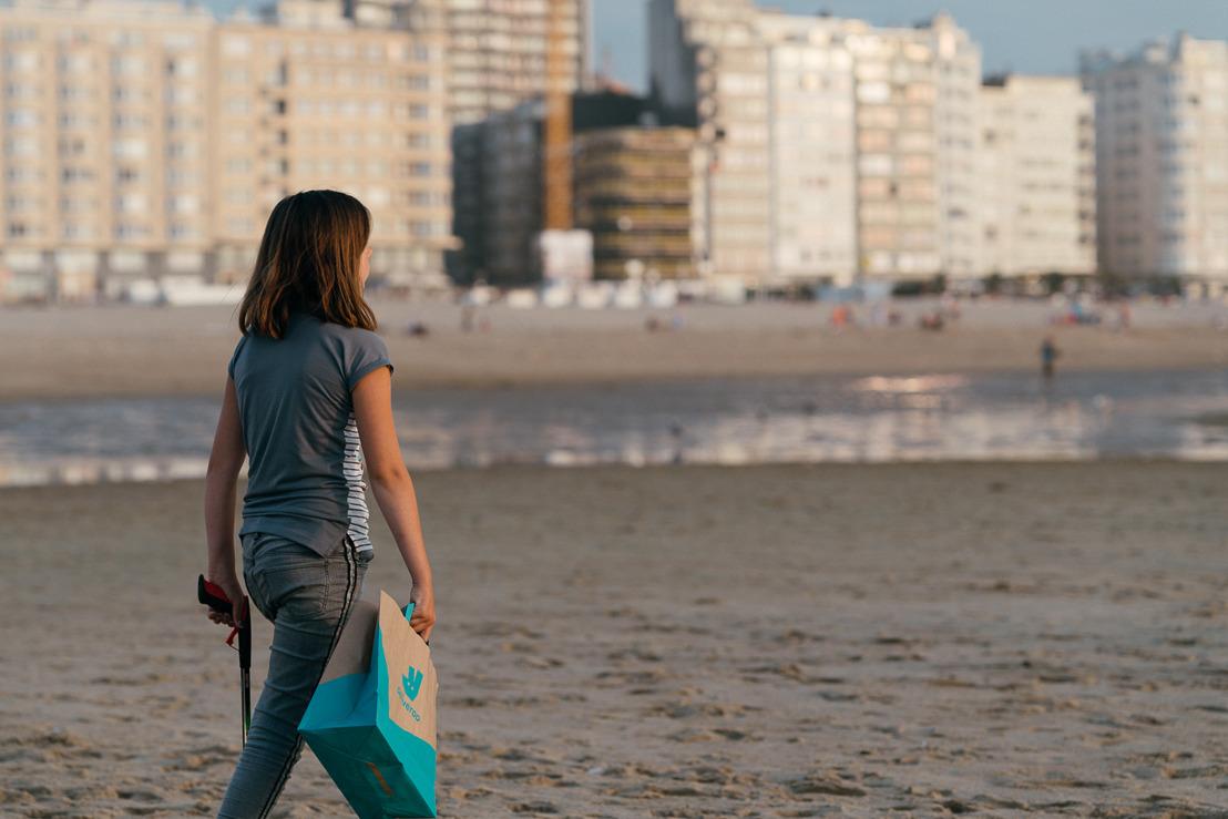 Oostende: Deliveroo is 1 jaar aanwezig in de badstad en nodigt deze zomer iedereen uit om het strand proper te houden