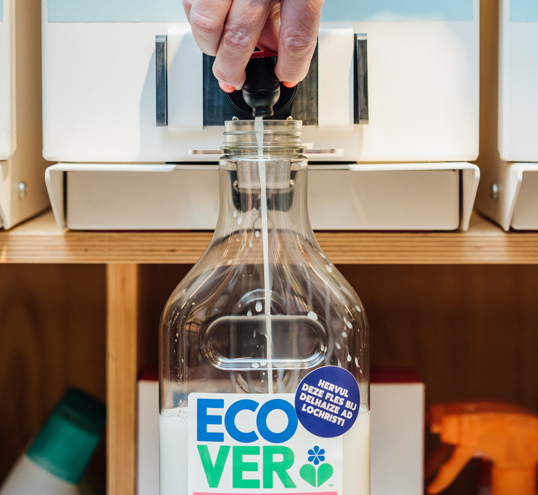Test met Ecover navulstations in twee Delhaize-winkels