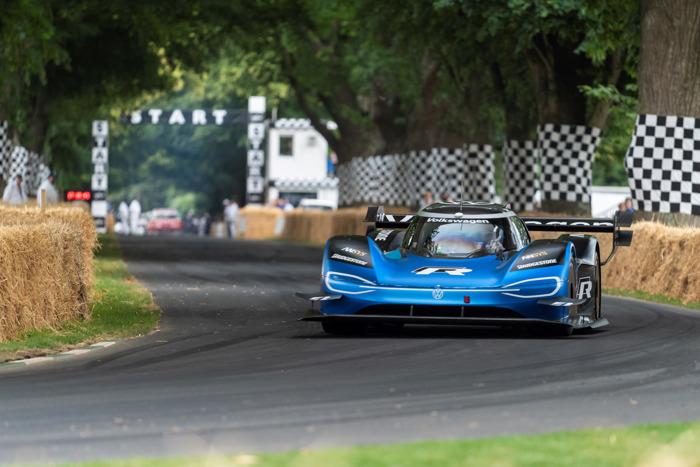 Sneller dan een Formule 1: Volkswagen ID.R vestigt nieuw record in Goodwood (Vertaling)