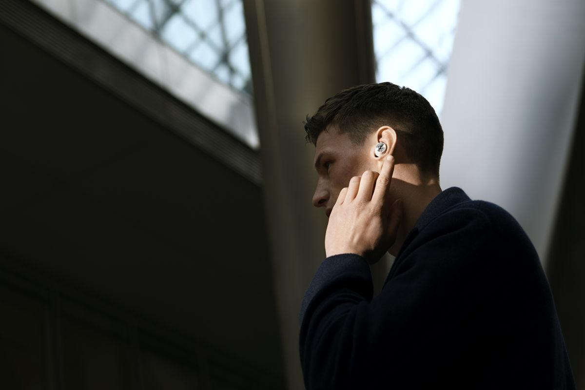 Perfektes Zusammenspiel von ANC und passiver Geräuschunterdrückung: Der MOMENTUM True Wireless 2 minimiert Umgebungsgeräusche und gewährleistet dabei eine hervorragende Soundqualität