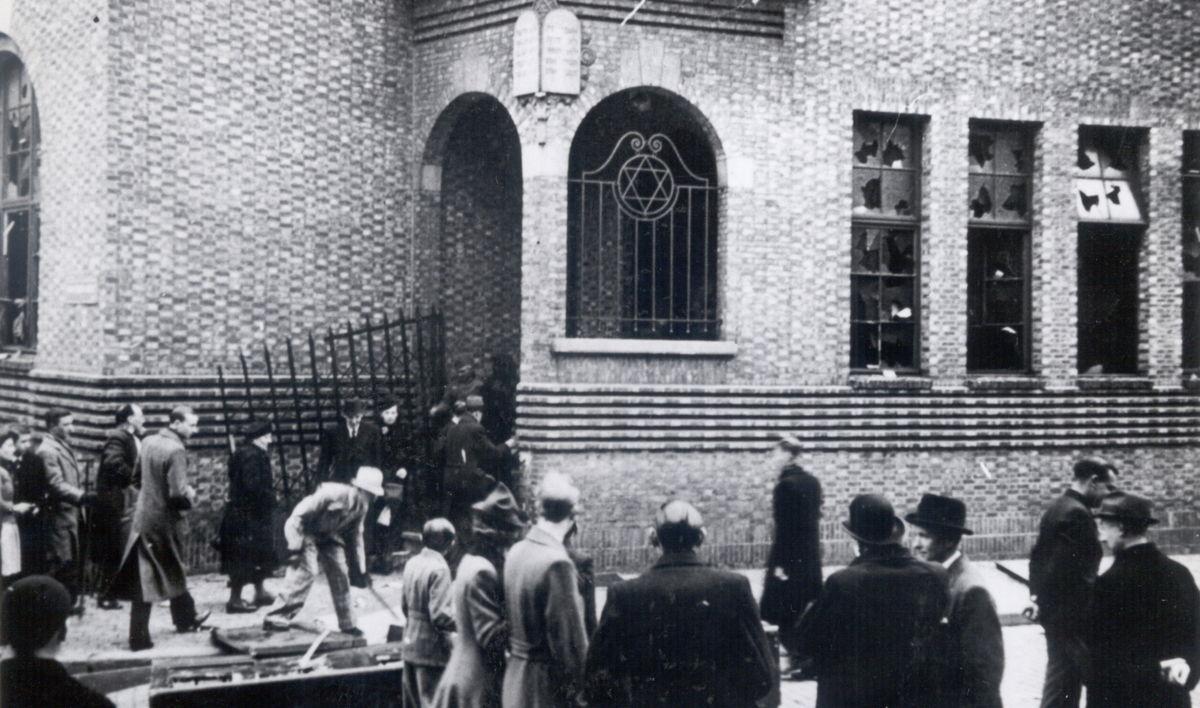 Aanval tegen de synagoge in de Van den Nestlei in Antwerpen in april 1941 © Kazerne Dossin