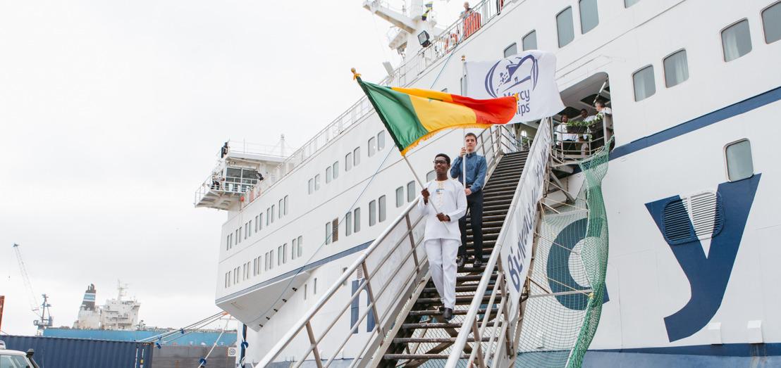 Spitalschiff Africa Mercy legt im Hafen von Dakar (Senegal) an