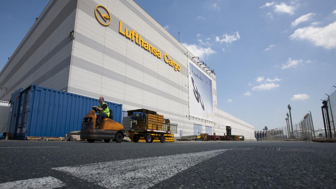 國泰貨運及漢莎貨運於法蘭克福在同一貨運站處理貨物