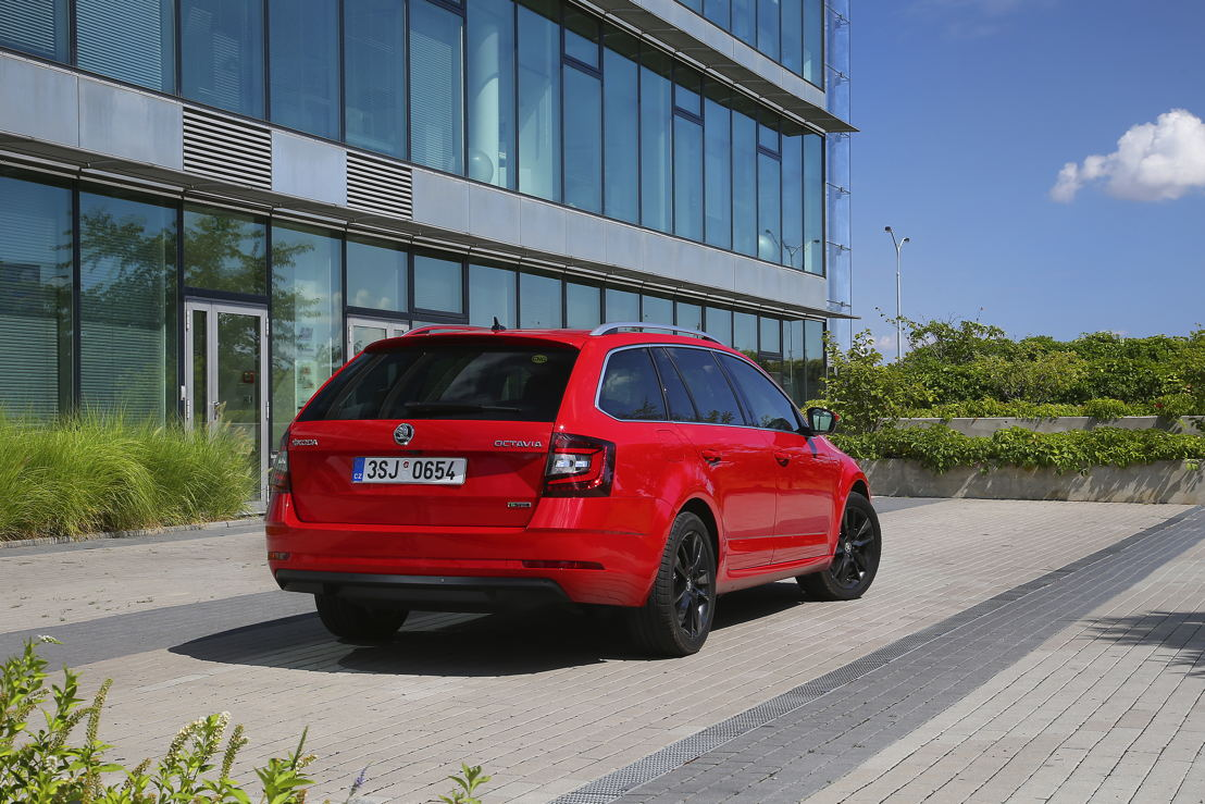 The ŠKODA OCTAVIA G-TEC is available with the Active, Ambition and Style equipment lines, in COMBI format only, and comes with a seven-speed DSG transmission as standard.