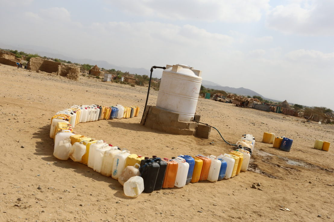 Water scarcity is one of the most serious problems in Yemen in general and Abs in particular. The situation in displacement settings is particularly worrying, utterly neglected and less resilient to external shocks. Sanitation is another critical issue, as many households do not have latrines nearby and open defecation is common. Poor hygienic conditions contribute to it being a breeding ground for epidemics such as the ongoing cholera and acute watery diarrhoea epidemic. Photographer: Redhwan Aqlan. Date photo taken: 21 December, 2016