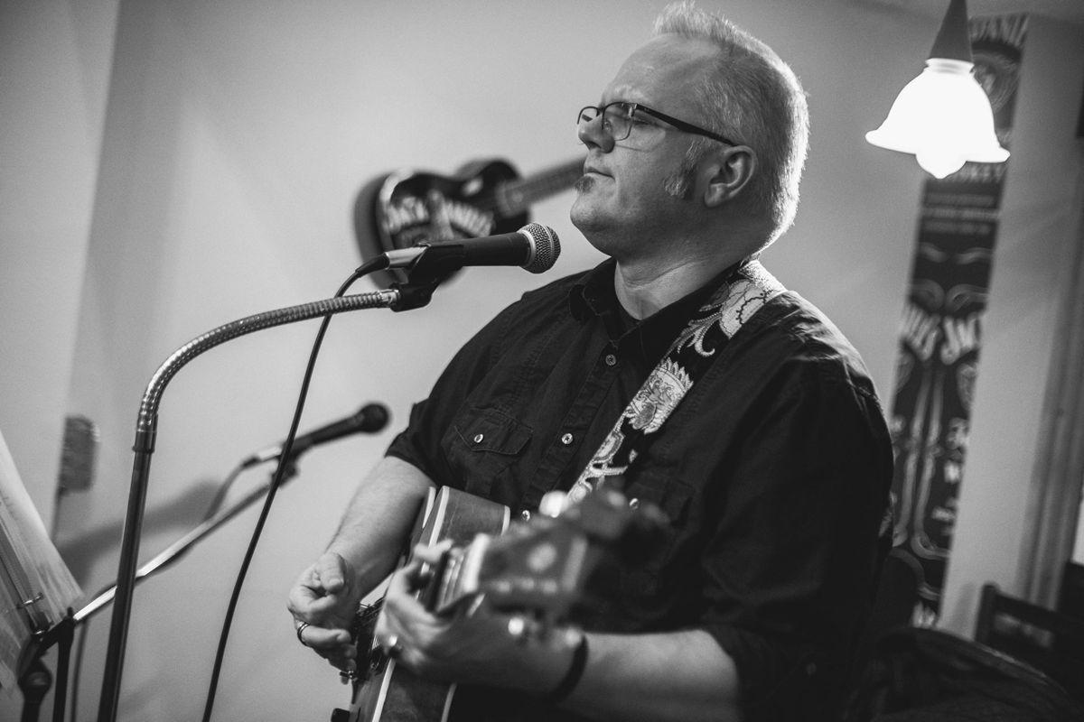 Singer/Songwriter Greg Jones
