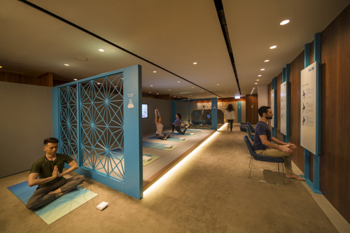 Cathay Pacific ouvre un espace dédié au yoga au Lounge The Pier Business Class à Hong Kong