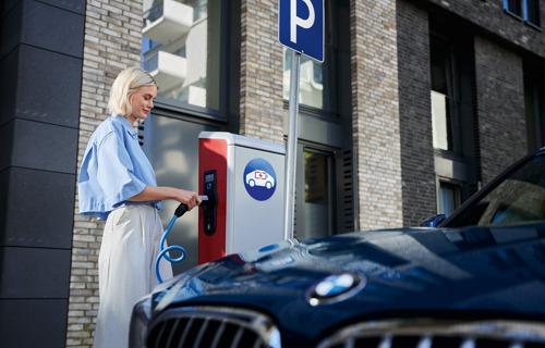 Alphabet helpt bedrijven over te schakelen naar elektrische wagens.