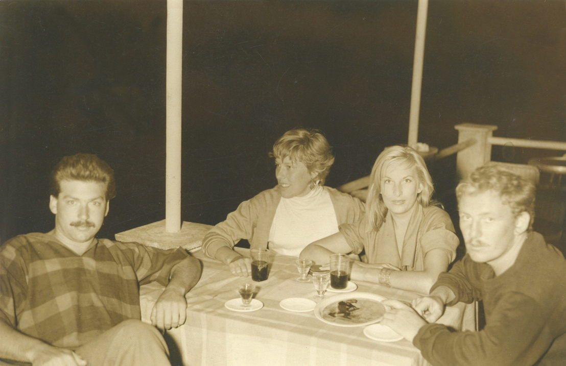 Karel Appel, Henny Riemens, Elly Overzier en Hugo Claus in Italië.