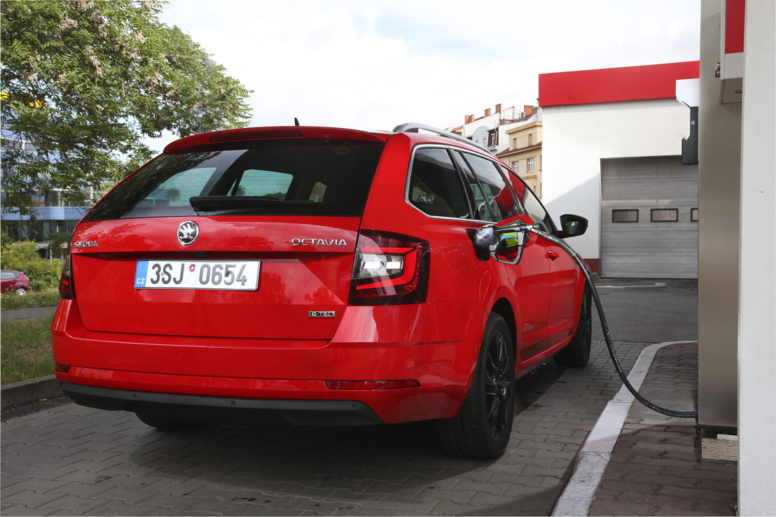 The ŠKODA OCTAVIA G-TEC comes with a new, more powerful 1.5-litre TSI engine (96 kW / 130 PS). Running on CNG reduces CO2 emissions by around 25 percent compared to petrol.