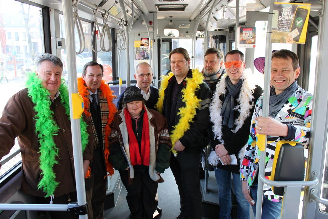 Enkele partners die de bussen mogelijk maken, samen met personeel van De Lijn.