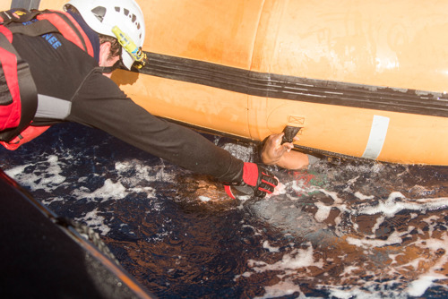Breaking: Reddingsschip Aquarius genoodzaakt te stoppen
