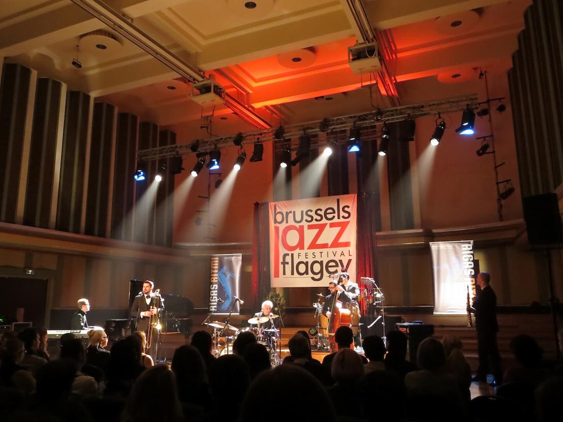 Bruxelles conserve la réduction groupe cible pour les artistes