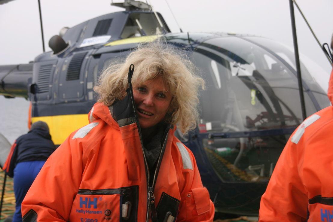 Roseline bij de helicopter van Polarstern