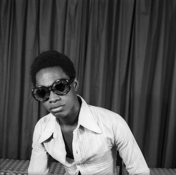 Samuel Fosso, Autoportrait<br/>&quot;70&#039;s Life Styles&quot; series, 1975-78<br/>© Samuel Fosso, courtesy Jean Marc Patras, Paris