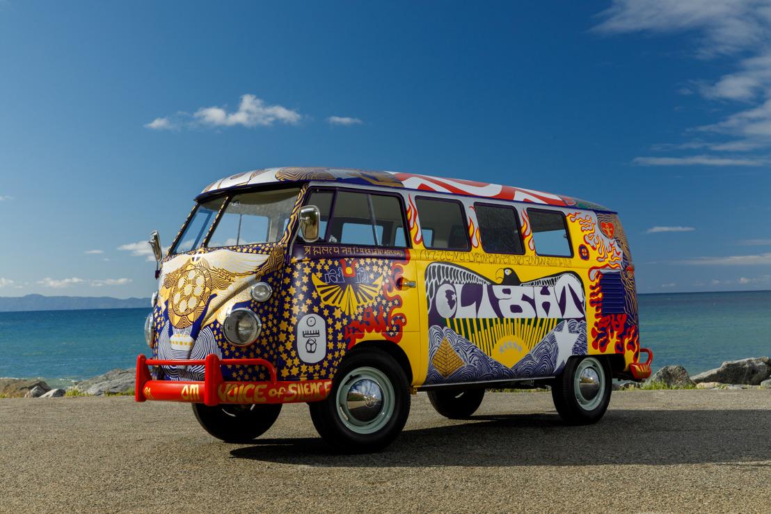 Paz, amor y Volkswagen: El icónico 'Light' bus rueda de nuevo