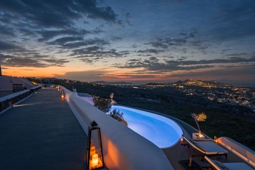 Explore the Best of Santorini From Carpe Diem Boutique Resort