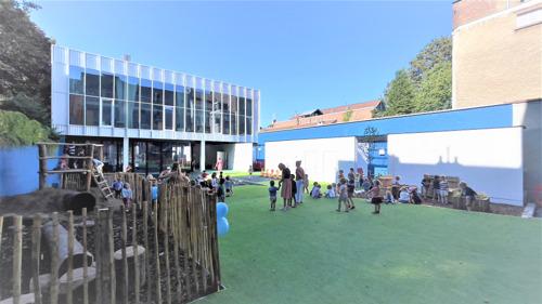 Minister Gatz huldigt gerenoveerde Lutgardisschool te Elsene in