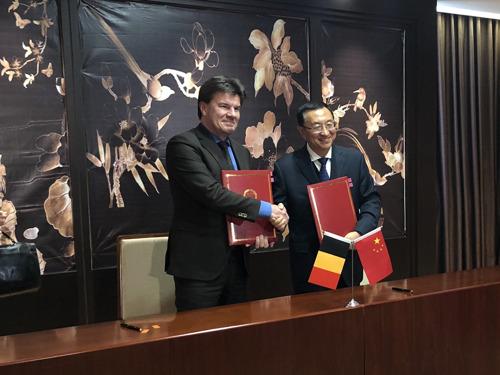 Vlaamse en Chinese cultuurministers beloven in Peking om meer cultureel samen te werken