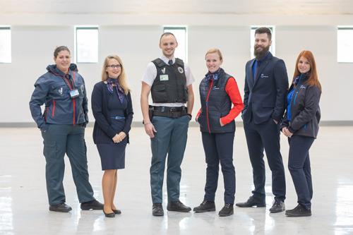 Manneken-Pis reçoit le nouvel uniforme de la STIB