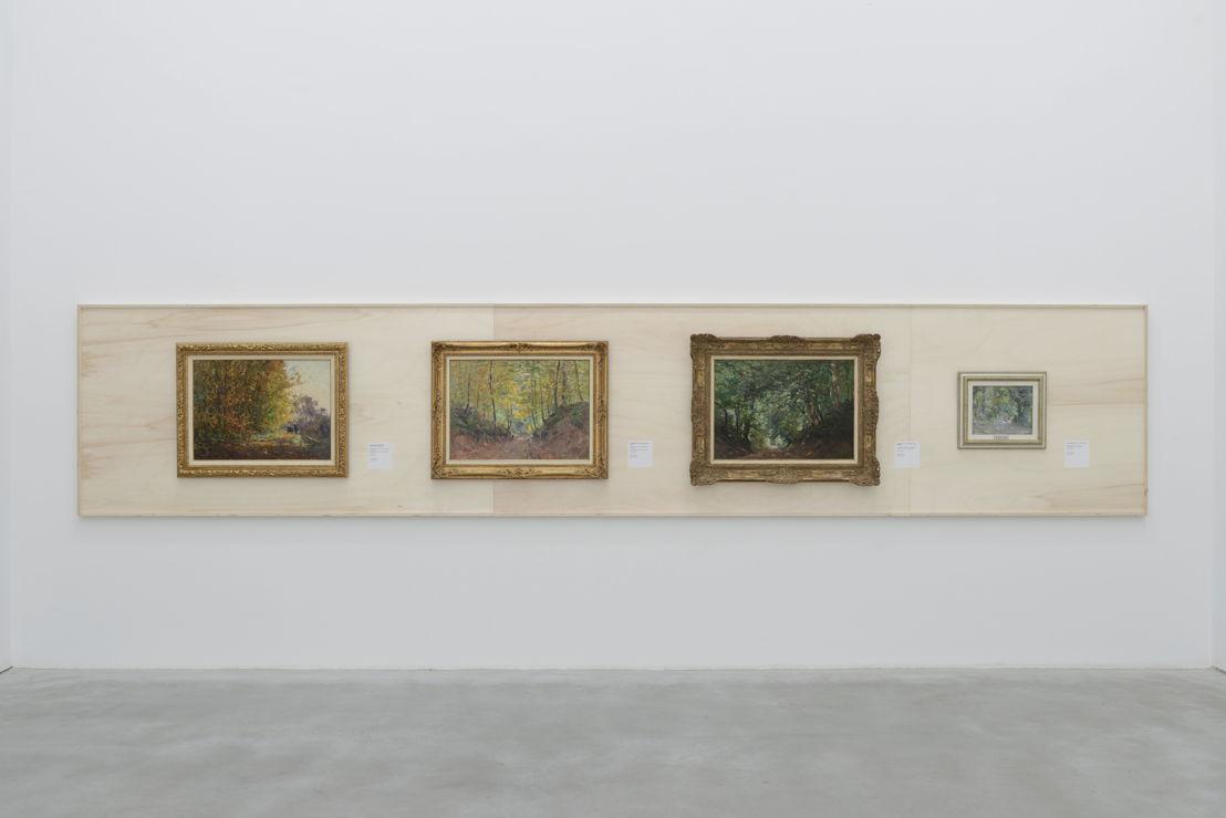 Zaalzicht op werken van Lucien Frank - De Wolvenweg en Hertenbergstraat in meerdere gedaantes (c) Isabelle Arthuis