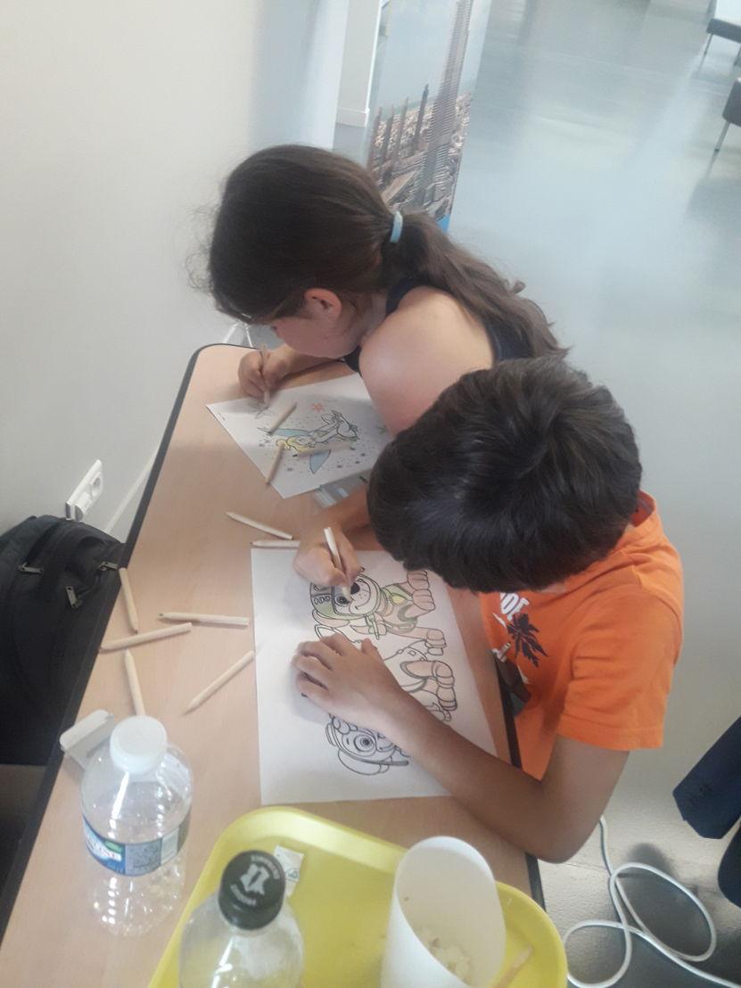 Kinderen bezoeken het GHSIF op 1 juni