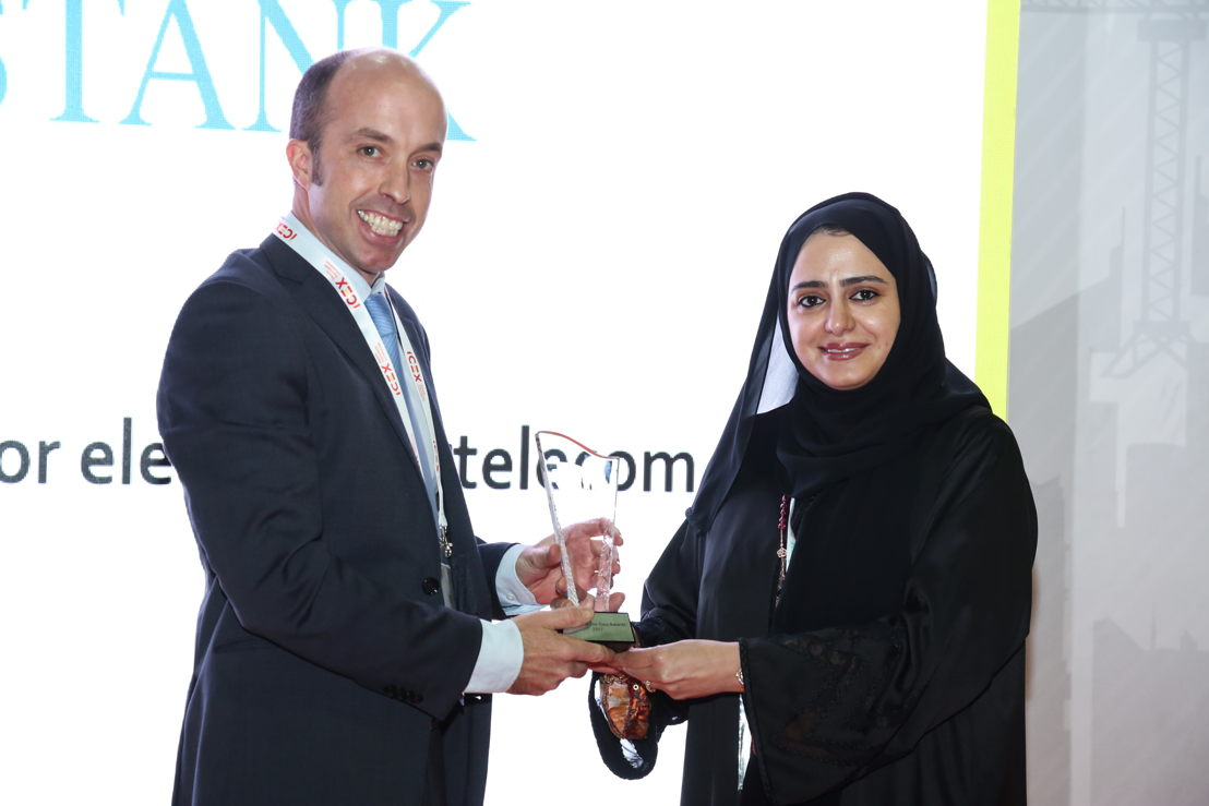 Hidrostank's Commercial Director, Juan Gazpio Irujo receiving the Gaia Award from Anwaar Al Shimmari, Director at the Design Department of the UAE Ministry of Infrastructure Development