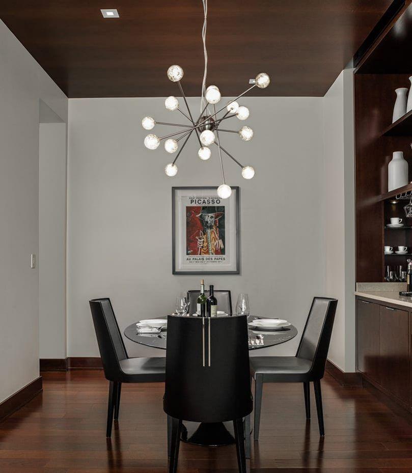 El hotel Conrad cuenta con habitaciones temáticas, como la suite dedicada al modernismo.