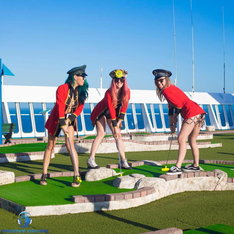 Mini-golf with GC Captains. credit: @veranmiky