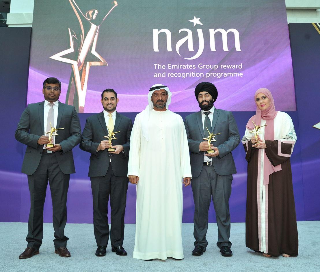 His Highness Sheikh Ahmed bin Saeed Al-Maktoum (middle) with Emirates Group IT team (L-R) Sathish Jeyakumar, Ali Choker, Supreet Singh, Safaa Khanfar.