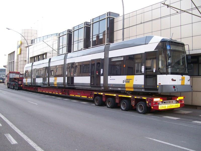 In de grote vakantie krijgt de Kusttram versterking van 13 trams uit Antwerpen en Gent.