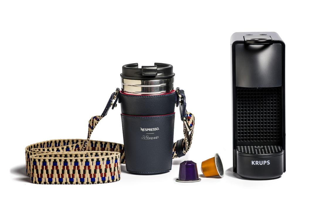 Nespresso X Clio Goldbrenner set (machine Essenza Mini, d'un porte-mug signé Clio, d'un Travel Mug ainsi qu'une sélection des 5 cafés Nespresso préférés de l'artiste : 169 €