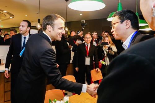 法国总统与HiNounou创始人Charles Bark会面