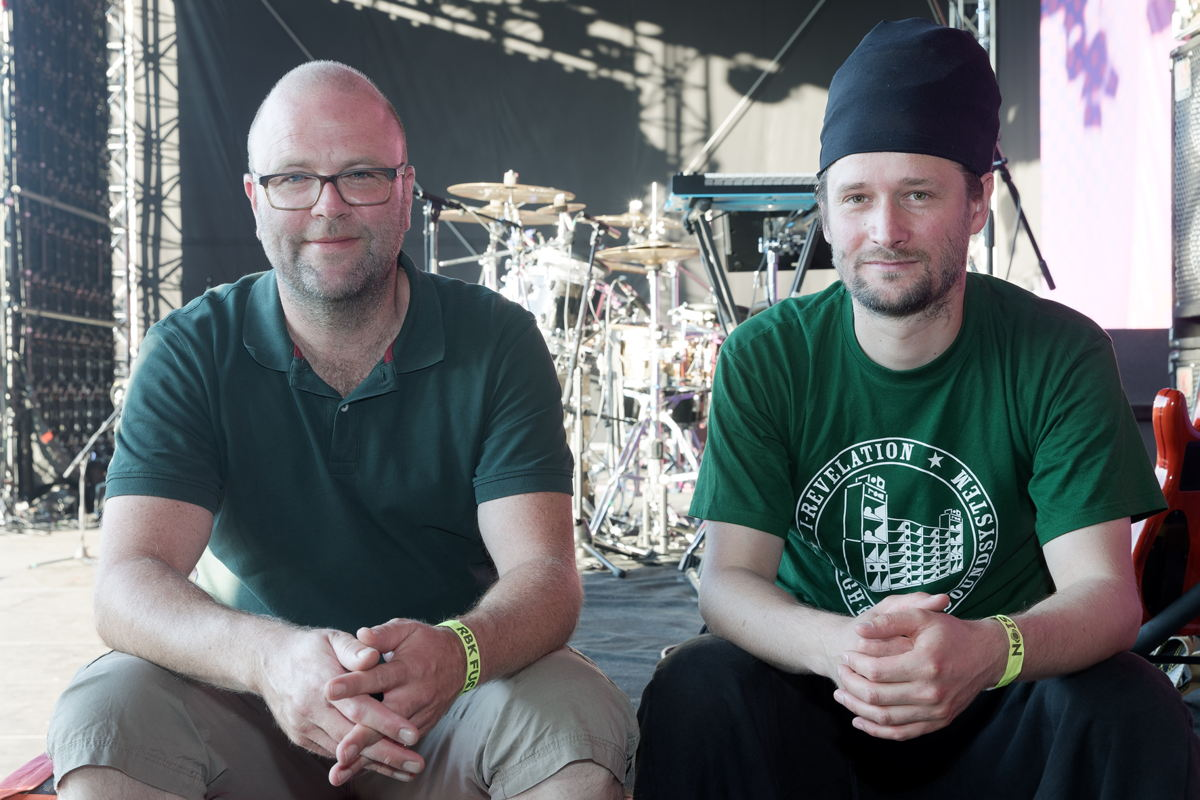 An experienced sound team: FOH mixer Philipp Sachsenheimer (left) and monitor mixer Muk