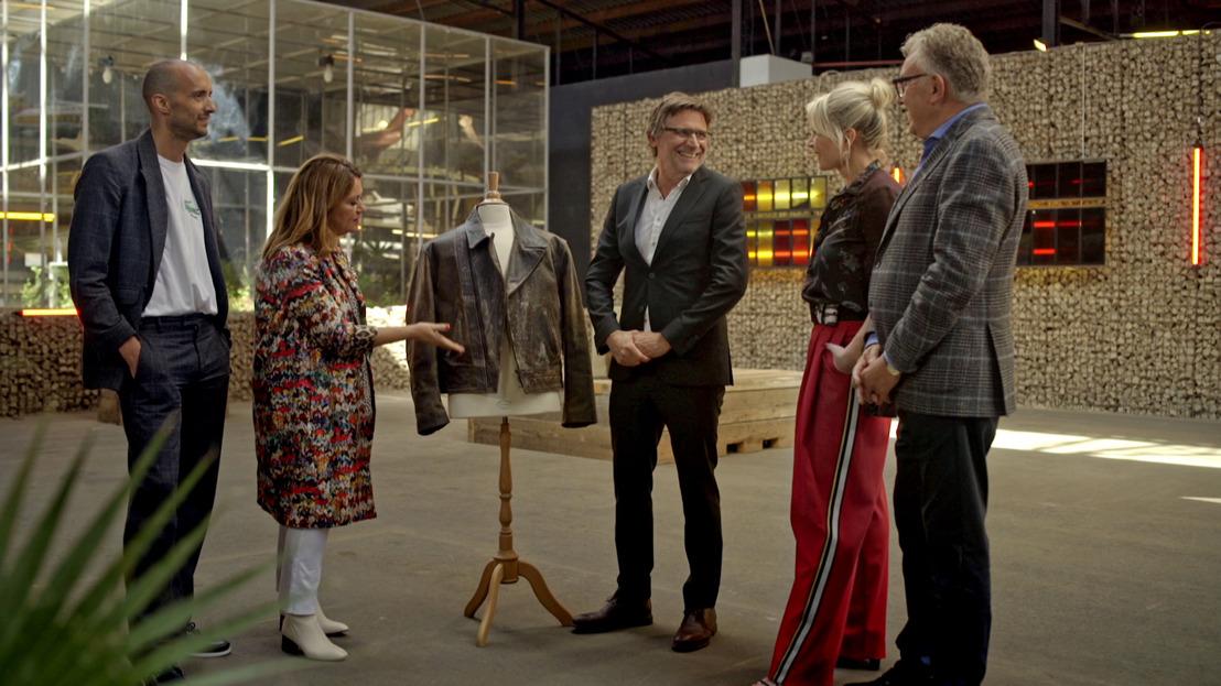 'De Slimste Onderhandelaar ter Wereld' Erik Van Looy verkoopt iconische lederen vest van Paul Jambers