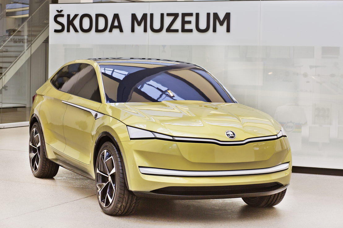 The ŠKODA VISION E model, exhibited at the ŠKODA Museum, has been produced from special clay and corresponds in size and detail to the exhibit on show at the same time at Auto Shanghai.