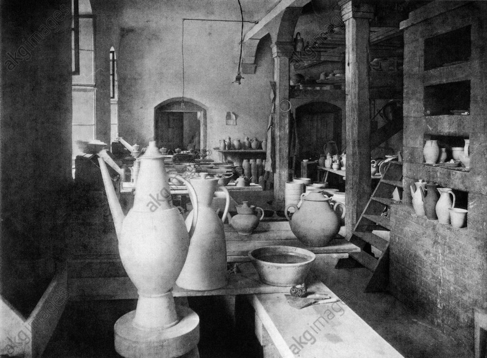 Weimar, Bauhaus pottery studio, 1923<br/>AKG176658