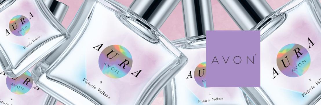 Irradia la fuerza que llevas dentro con la nueva fragancia AURA de Avon + Victoria Volkova