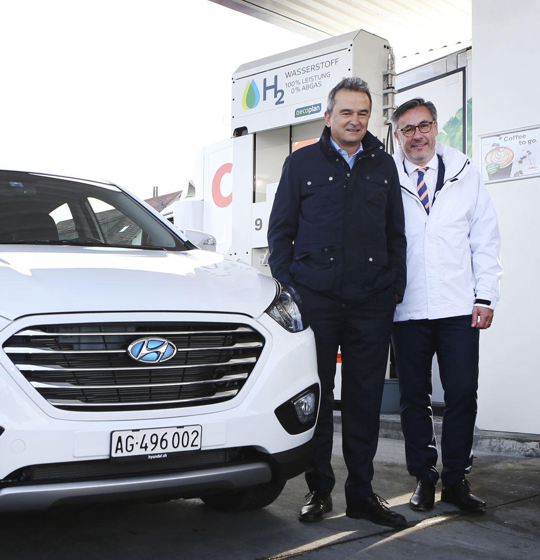 v.l.n.r. Joos Sutter (Vorsitzender der Geschäftsleitung, COOP) & Diego Battiston (Managing Director, Hyundai Suisse)
