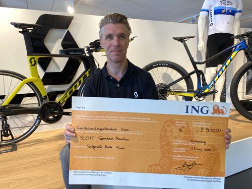 Scott Benelux schenkt deel opbrengst fietsverkoop aan het Rode Kruis