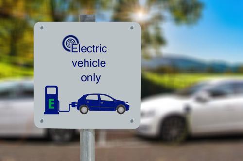 """""""Wie parkeerplaats koopt met elektrische laadpaal heeft niet altijd garantie op stroom"""""""