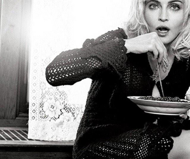 Madonna con piatto di pasta
