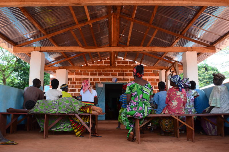 The waiting room of the MSF-supported Mbalazime health centre, Bangassou sub-prefecture, Central African Republic. Photographer: Sandra Smiley/MSF