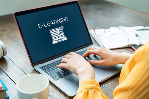 Escuela en línea: ¿la tecnología es amiga o enemiga? Descúbrelo con estos 5 interesantes libros