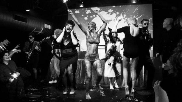 nr 31: cabaret Bas Nylon