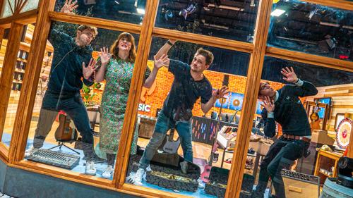 Welke Q-luisteraar kraakt samen met Maarten, Dorothee, Vincent en Matthias de muzikale code en wint tot 100.000 euro?