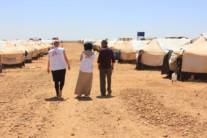 Teams van AZG bieden hulp in het Menbij kamp voor ontheemden in Noord-Syrië