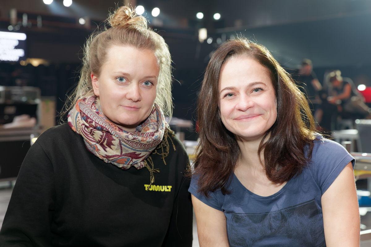 Die Frequenzmanagement-Expertinnen Svenja Dunkel (r.) und Julia Lesjak (l.) sorgten beim IMA für eine optimale Frequenzplanung, Durchführung, Inbetriebnahme und Geräteausgabe